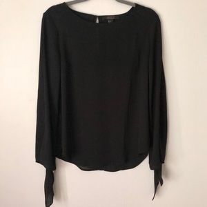 Bow sleeve blouse- like new